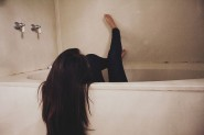 alone-bathtub-brunette-dark-hair-girl-Favim.com-410873