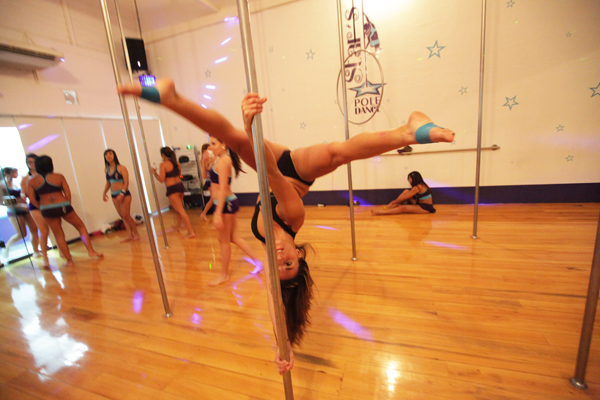 sexy-pole-dancer