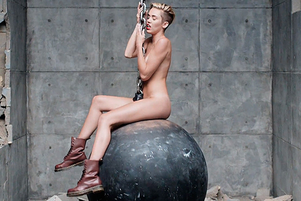 miley-cyrus-wrecking-ball-video