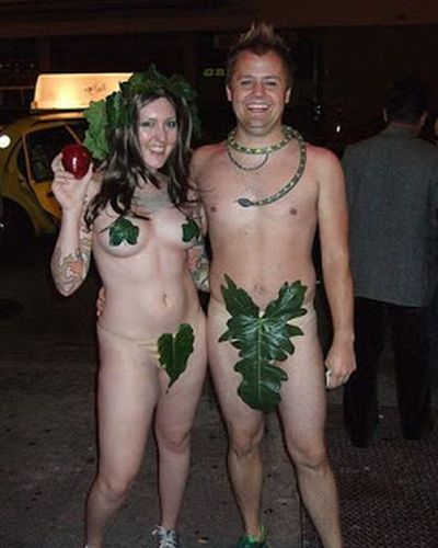 2-funny-halloween-costume-adam-and-eve