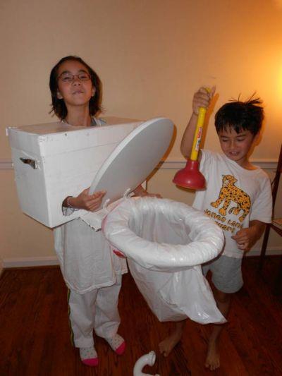 36-funny-halloween-costume-toilet